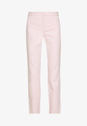 MODERN SLOAN FEEDER - Chino kalhoty - pink