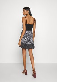 Banana Republic - RUFFLE MINI SKIRT - Falda cruzada - black - 2