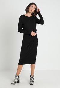 Banana Republic - SIDE TWIST COZY SHEATH DRESS - Sukienka z dżerseju - black - 0