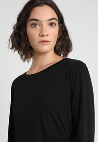 Banana Republic - SIDE TWIST COZY SHEATH DRESS - Sukienka z dżerseju - black - 3