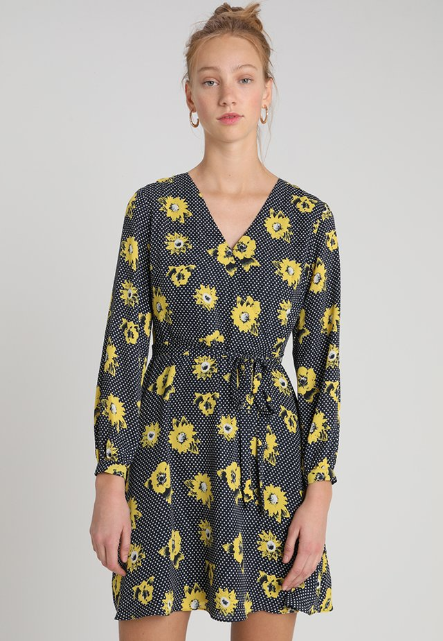 FAUX WRAP DRESS SARANDA FLORAL - Day dress - yellow