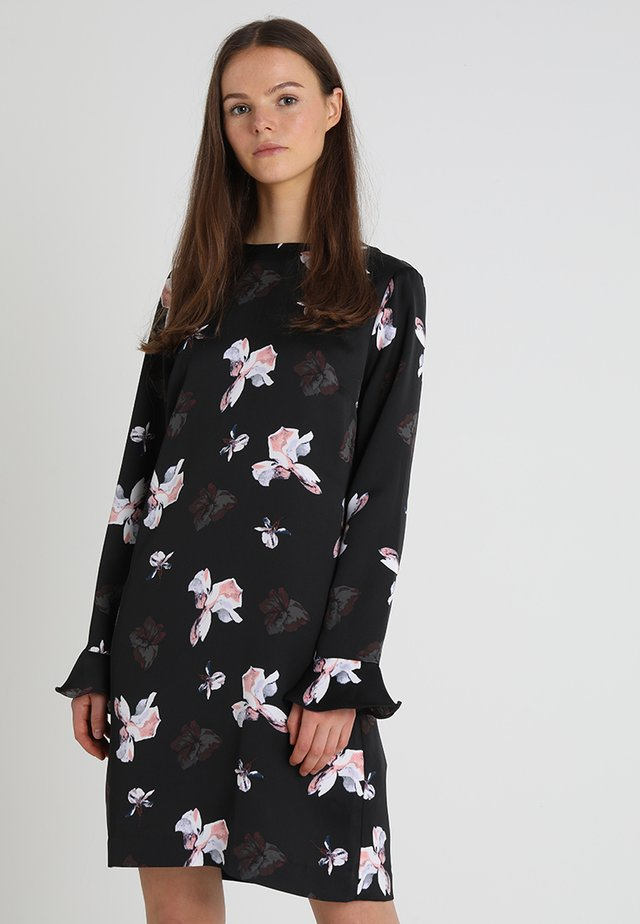 BUTTON BACK SHIFT ABIGAIL FLORAL - Denní šaty - black