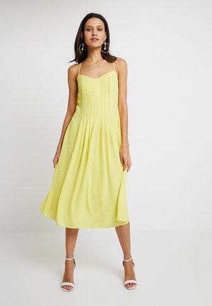 PINTUCK DRESS SOLID - Robe d'été - yellow glow