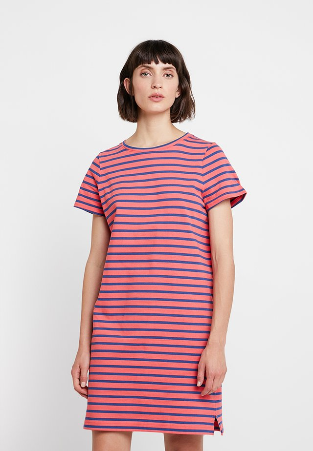 MARINER STRIPE SHIFT DRESS - Jerseykleid - coral
