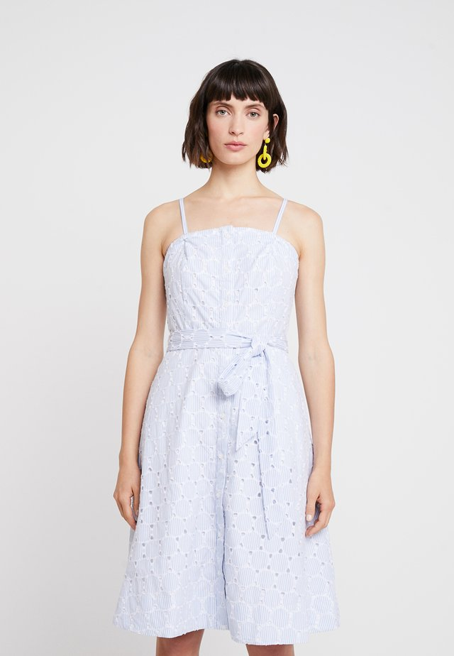 STRAPLESS BUTTON DOWN EMBROIDERED - Freizeitkleid - light blue