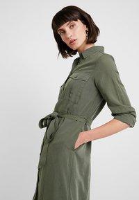 Banana Republic - UTILITY - Abito a camicia - flight jacket - 3