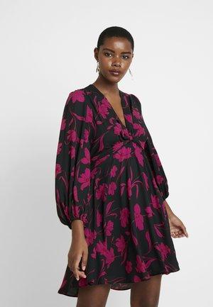 KEYHOLE RUFFLE WRAP PRINT - Robe d'été - black