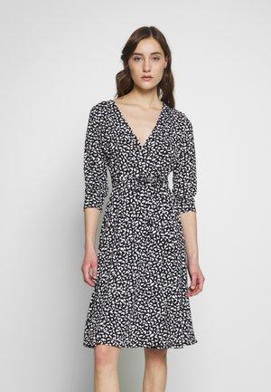 WRAP DRESS PRINT - Vestito di maglina - leaf cool