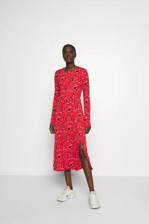 CREW PRINT - Denní šaty - red