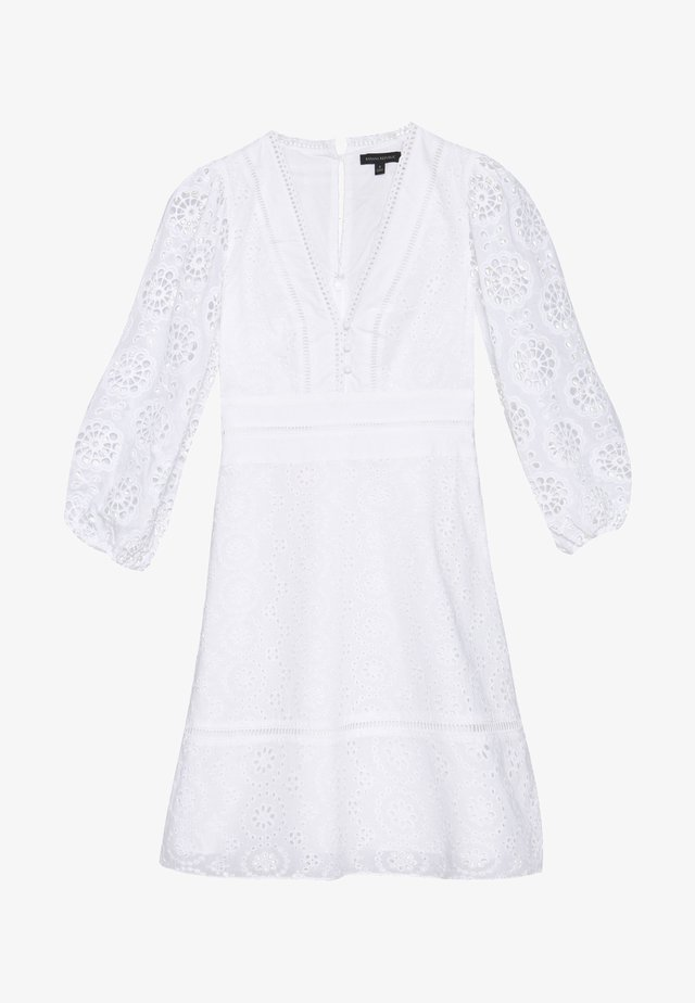 EYELET SHIFT - Korte jurk - white