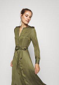 Banana Republic - TRENCH MAXI DRESS - Abito a camicia - jungle olive - 3