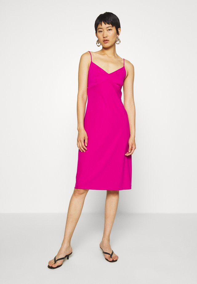 STRAPPY SLIP - Vestido ligero - bright sangria