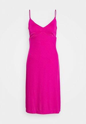 STRAPPY SLIP - Jerseykjole - bright sangria
