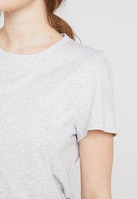 Banana Republic - SUPIMA CREW RELAUNCH - T-shirt basic - light grey - 4