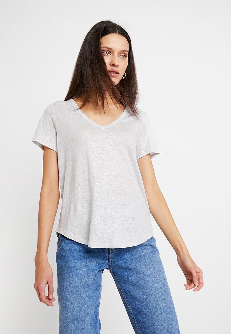 Banana Republic - FOIL VEE - T-Shirt print - silver