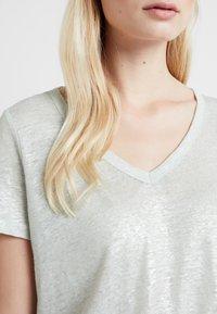 Banana Republic - FOIL TEE - Print T-shirt - dusty aqua - 4