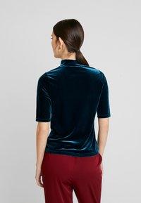 Banana Republic - ELBOW MOCK NECK TEE - T-shirt con stampa - emerald city - 2