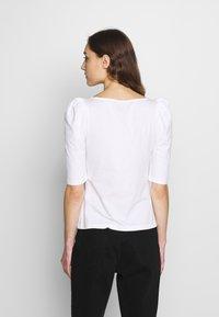 Banana Republic - SQUARE NECK PUFF SHOULDER - T-shirt con stampa - white - 2