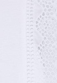 Banana Republic - EYELET RUFFLE TEE - Top - white - 2
