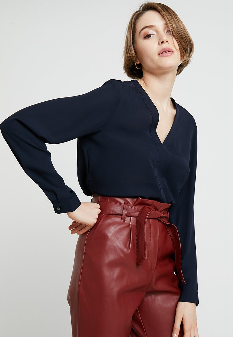Banana Republic - HIGH LOW PIPED VEE SOLIDS - Blouse - preppy navy