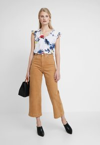 Banana Republic - RUCHED SHOULDER FLUTTER - Camicetta - paradiso tropical - 1