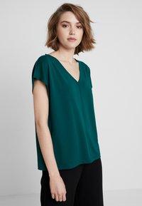 Banana Republic - T-shirt basic - glen green - 0