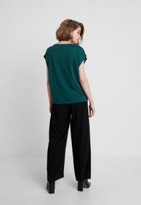 Banana Republic - T-shirt basic - glen green - 2
