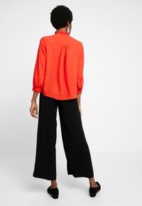 Banana Republic - 3/4 SLEEVE TIE NECK BLOUSE - Blouse - hot red - 2