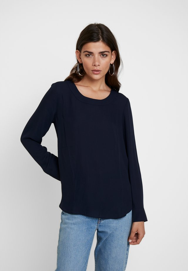 PLEAT BACK CREW BLOUSE - Bluse - preppy navy