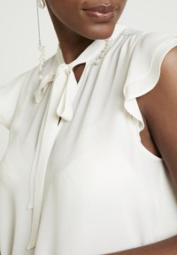Banana Republic - FLUTTER SLEEVE TIE NECK SOLIDS - Blouse - snow day - 5