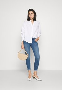 Banana Republic - SHIRRED VOLUME SLEEVE BUTTON UP - Button-down blouse - white - 1