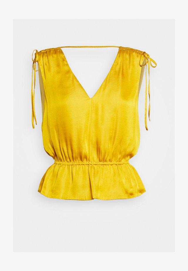 RUCHED SHOULDER FLOUNCE - Pusero - golden yellow