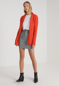 Banana Republic - AIRE BELTED PIECE - Cardigan - blood orange - 1