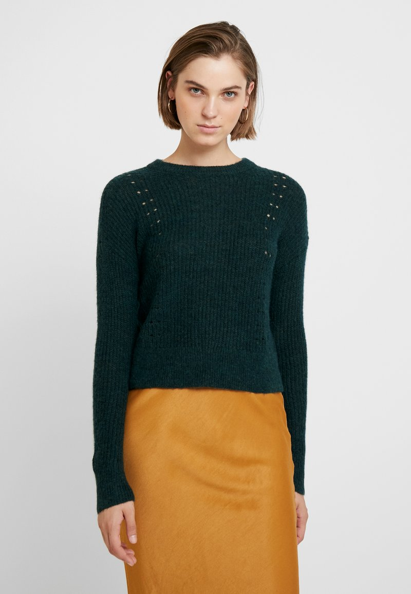 Banana Republic - POINTELLE FLUFFY CREW - Jumper - forest green