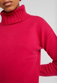 Banana Republic - BEST TRIM TURTLENECK SOLIDS - Maglione - night fuchsia - 5