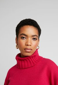 Banana Republic - BEST TRIM TURTLENECK SOLIDS - Maglione - night fuchsia - 3