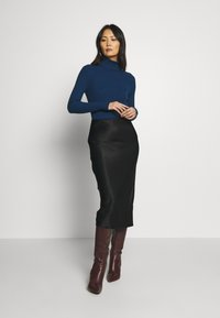Banana Republic - TURTLENECK - Jersey de punto - deep blue - 1
