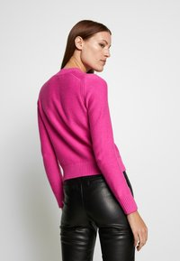 Banana Republic - CUSHION CREW SOLIDS - Sweter - pop pink - 2