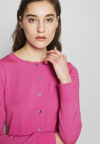 Banana Republic - CREW CARDIGAN SOLIDS - Cardigan - miami pink - 4