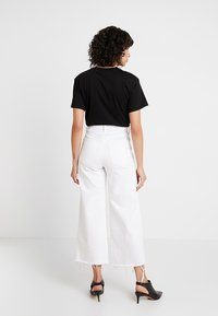 Banana Republic - MIDRISE CROP WIDE RELEASE - Flared jeans - white - 3