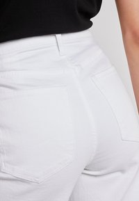 Banana Republic - MIDRISE CROP WIDE RELEASE - Flared jeans - white - 5