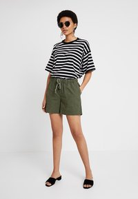 Banana Republic - PULL ON UTILITY - Shorts - khaki - 1