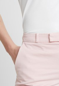 Banana Republic - BERMUDA - Shorts - pale pink - 4