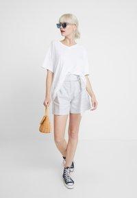 Banana Republic - BELTED MINI STRIPE - Shorts - white - 1