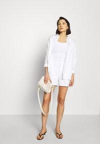 Banana Republic - CLEAN - Shorts - white - 1