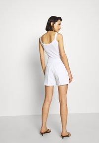 Banana Republic - CLEAN - Shorts - white - 2