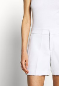 Banana Republic - CLEAN - Shorts - white - 4