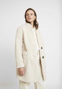 Banana Republic - TEDDY CAR COAT - Cappotto classico - new off white - 0