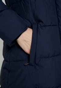 Banana Republic - LONG PUFFER FUR TRIM HOOD - Winter coat - preppy navy - 5
