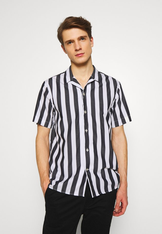 CAMP WIDE - Camicia - white/black